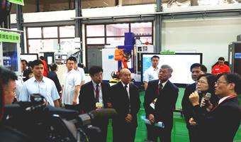 總統參訪「智慧製造試營運場域」 體驗資通 ciMes 智慧製造